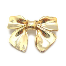 Metal Ribbon Brooch