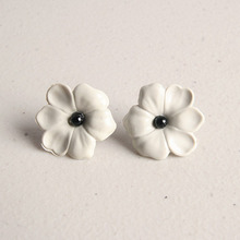 Vintage One Flower Earring